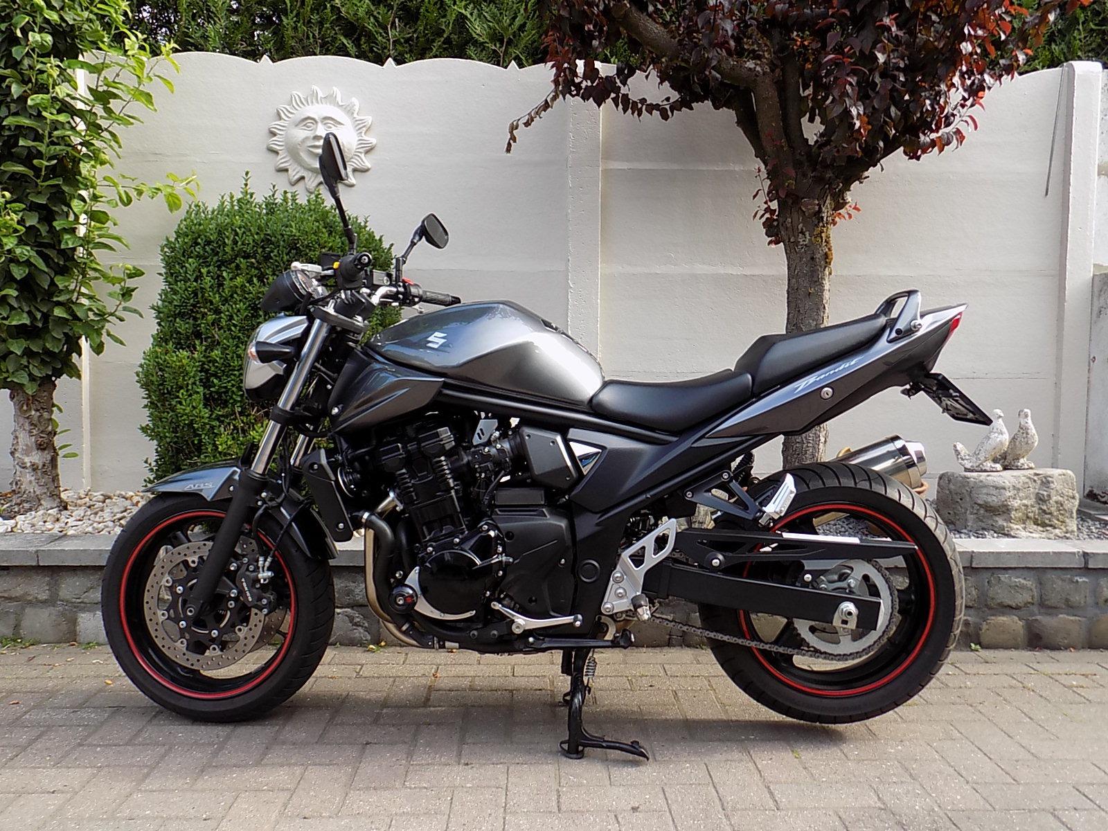 Suzuki bandit 650  abs  (naked bike) nieuwe staat!! (VERKOCHT)!!!